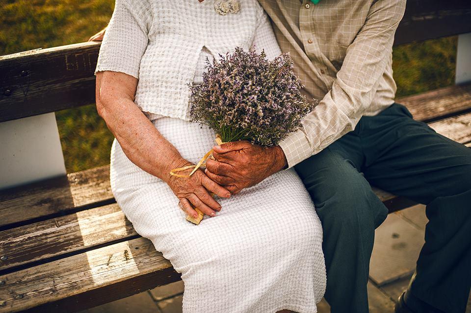 Молодожены в возрасте: грузинская пара сыграла свадьбу после 55 лет вместе (6 фото)