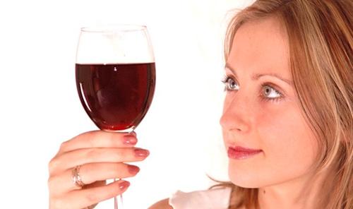 Один бокал вина повечерам может привести кбесплодию— Ученые