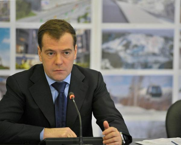 Медведев нестал говорить учителям, что «денег нет»