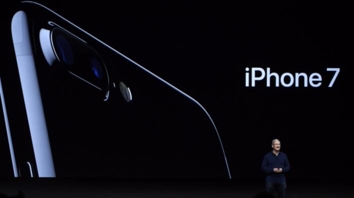 Apple запустила продажи iPhone 7