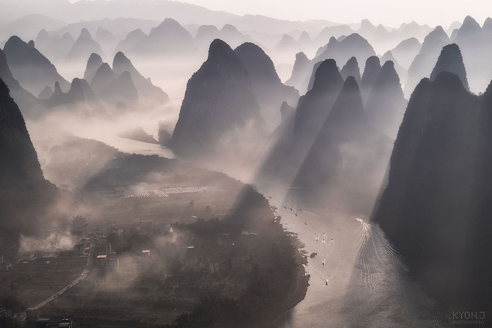 Perched high atop the city of Guilin, China, photographer Kyon.J had an extraordinaryview of the Li