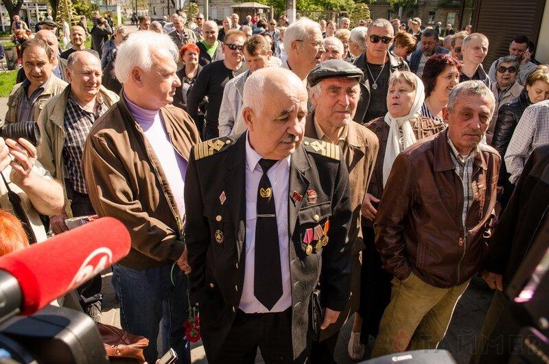 u_vhoda_na_kulikovo_pole_soorujayut_improvizirovanniy_memorial_foto_4197.jpg