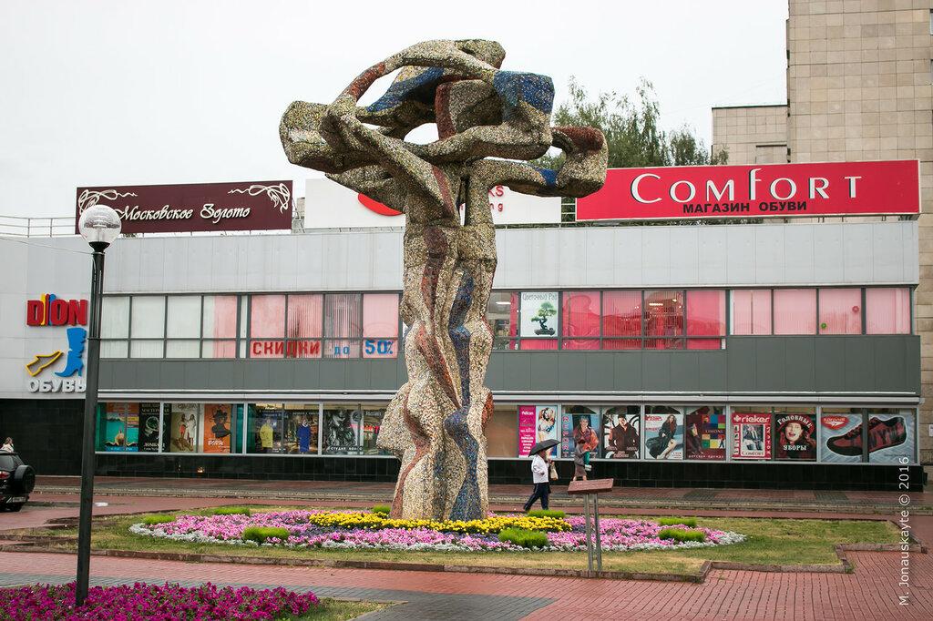 Памятник с ангелом Набережные Челны вертикальные памятники Наволоки
