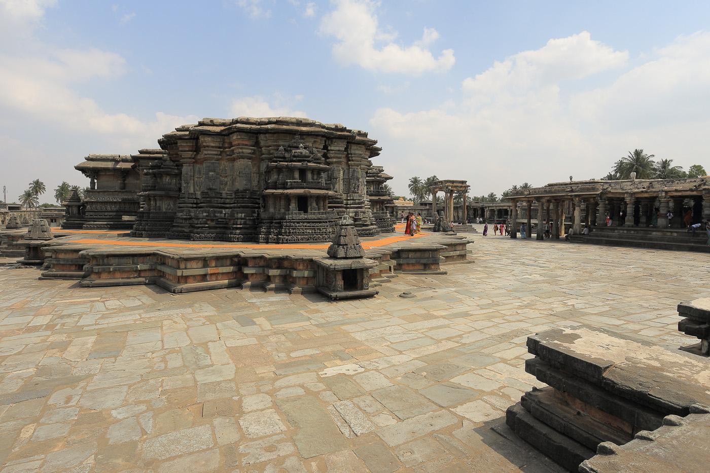 Фотография №15. Храм Ченнакесава (Chennakesava Temple) в городе Белур округа Хассан в штате Карнатака. Отзывы об отдыхе в Индии. 1/80, 0 eV, f 10, 17mm, ISO 100.