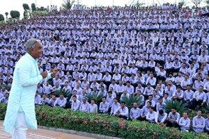 Индийский бизнесмен Савджи Дхолакия3.jpg