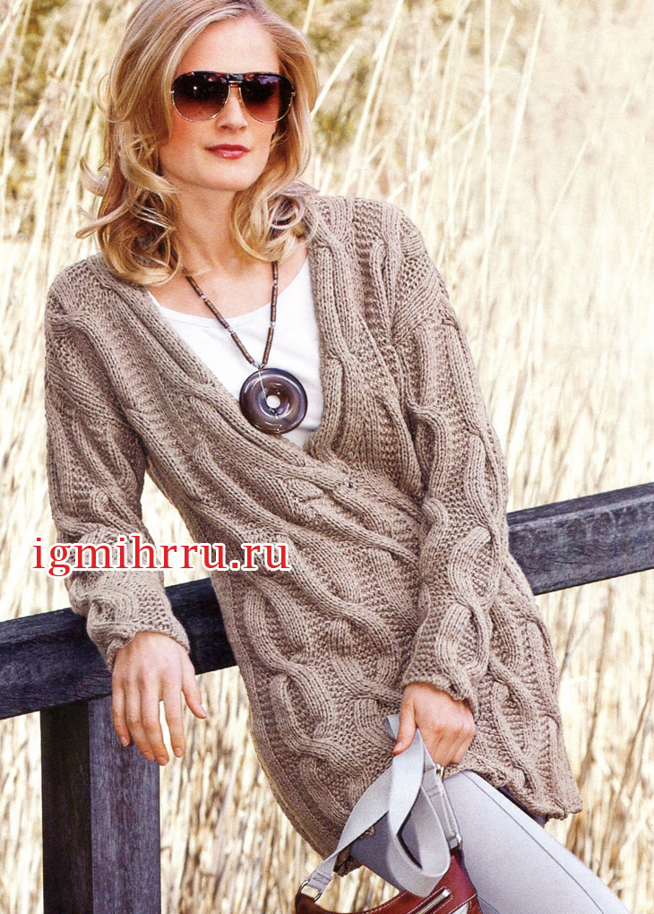 Бежевый шерстяной пуловер с крупными косами. Вязание спицами