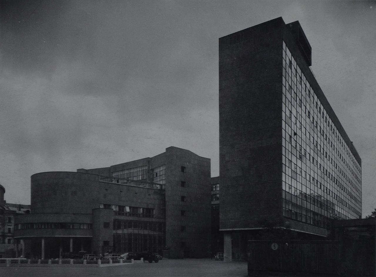 1954. Здание министерства легкой промышленности. Фасад по Ново-Кировской улице
