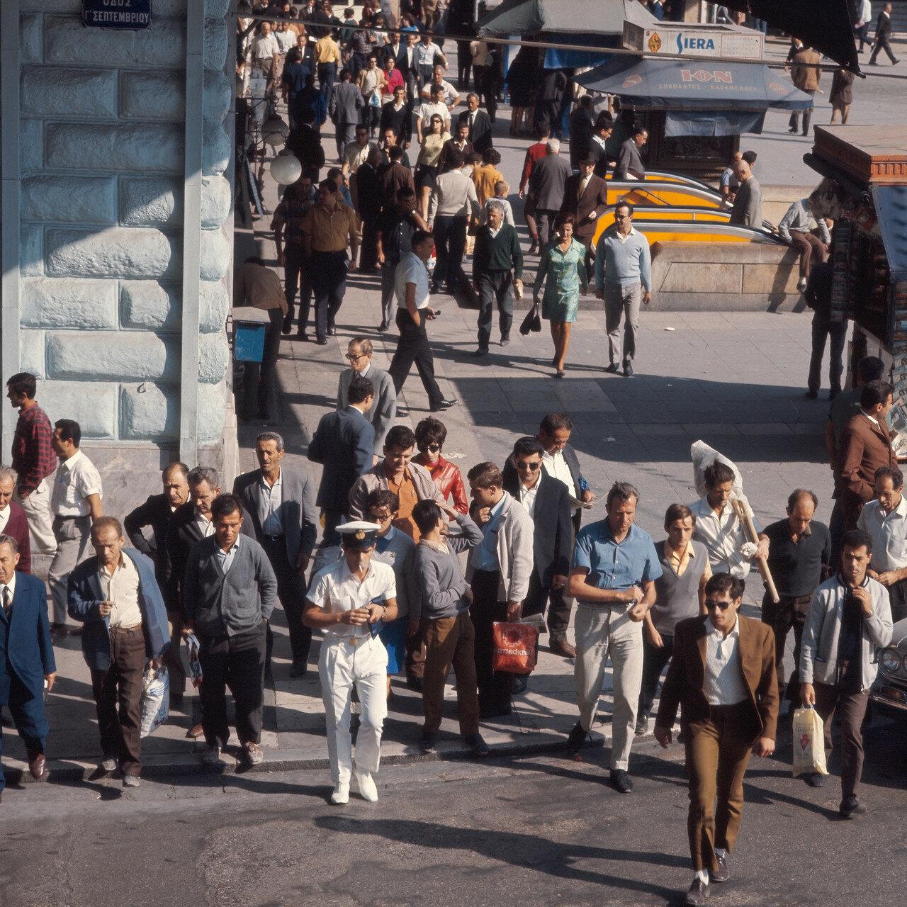 Площадь Омония. Пешеходный переход