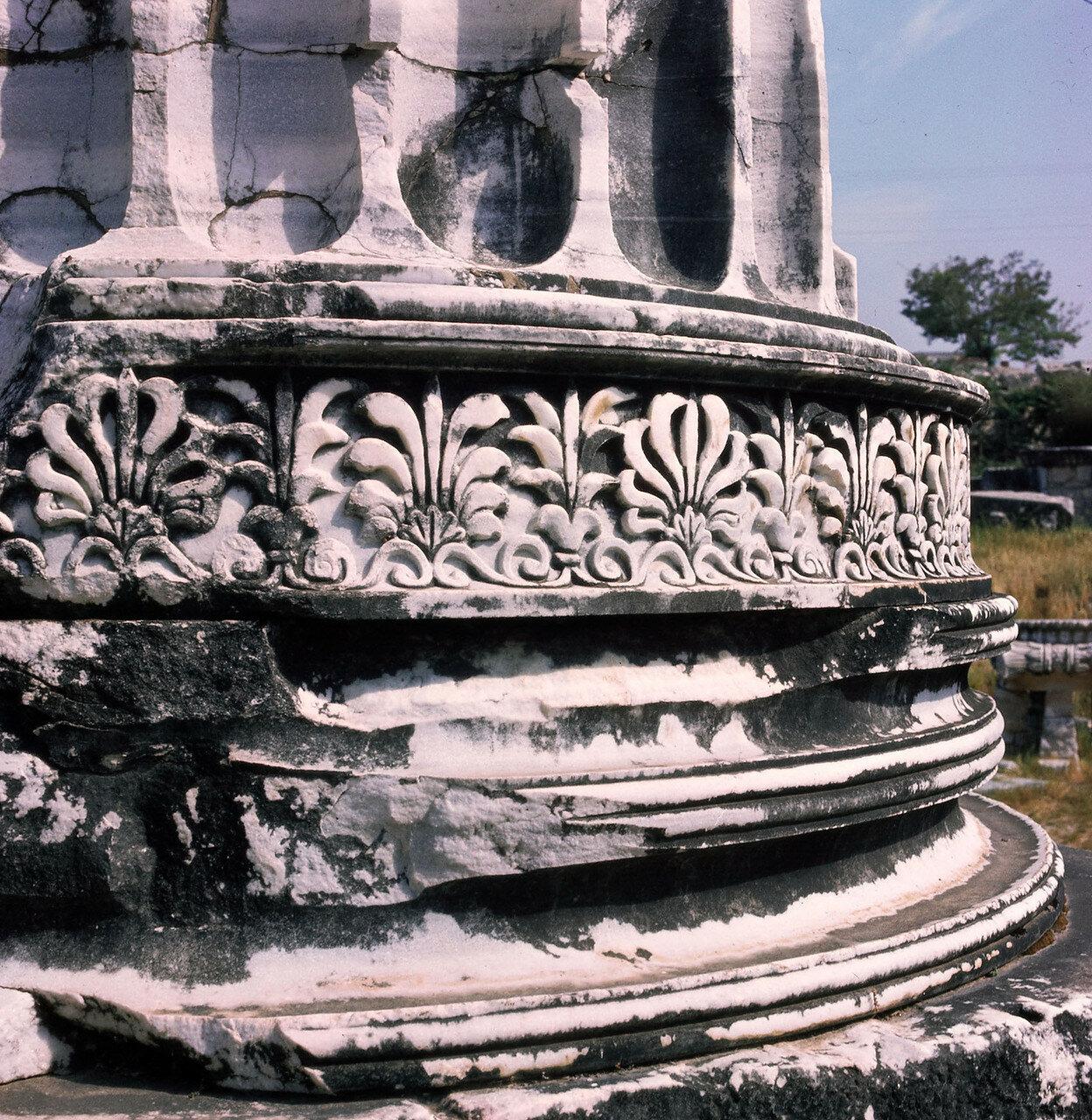 Дидима. Храм Аполлона. Фрагмент колонны