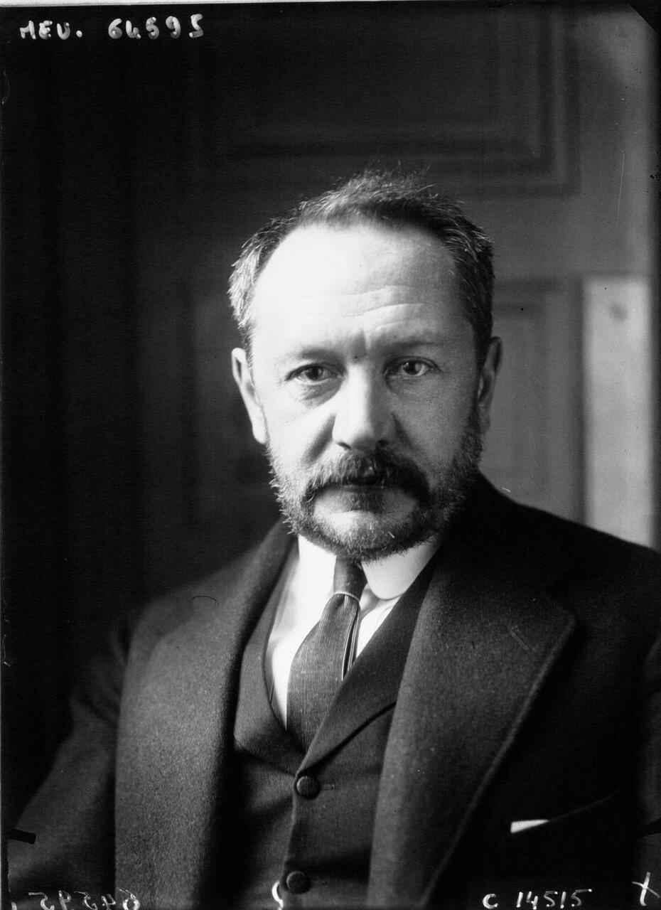 1917. Назначенный Временным правительством послом во Франции Василий Алексеевич Маклаков