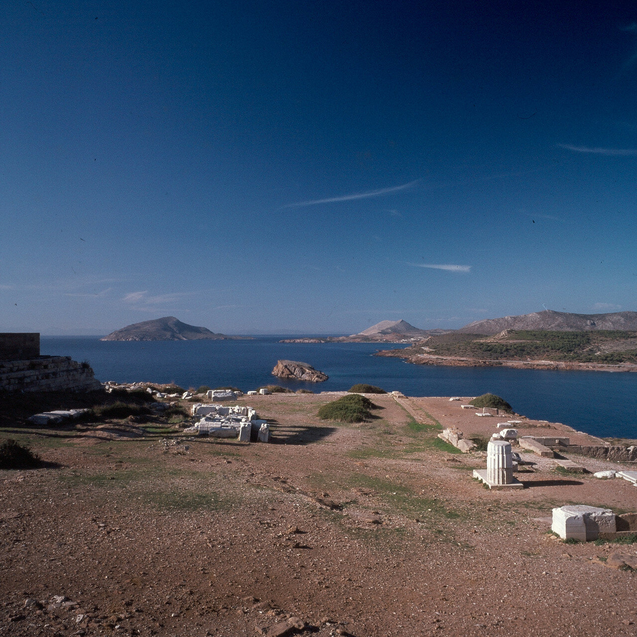 Храм Посейдона, Терраса сокровищницы под храмом Посейдона
