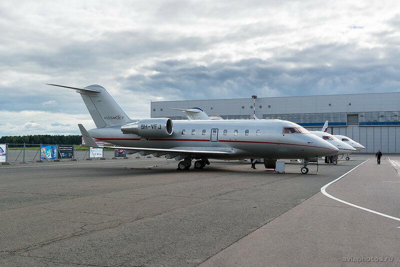 Bombardier CL-600-2B16 Challenger 605 (9H-VFJ) VistaJet D807727a