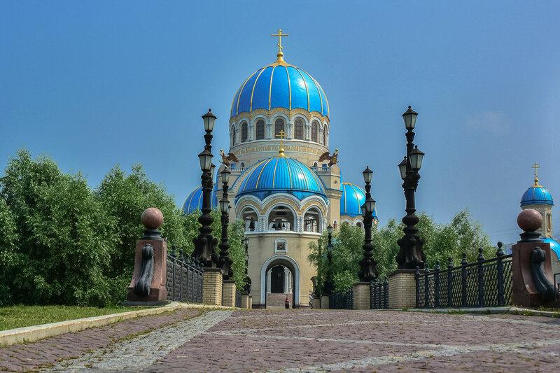 Троицкий собор в Орехово-Борисово.jpg