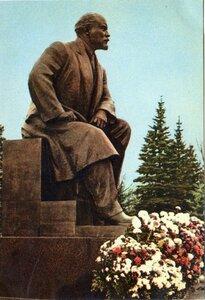 Памятник В.И. Ленину в Кремле. Фото А. Устинова и А. Пахомова. Правда, Москва, 1967, 1,5 млн.jpg