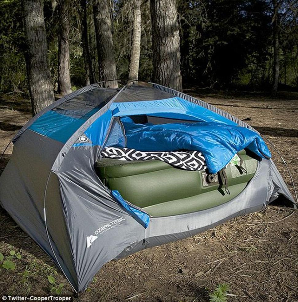 Никогда не лишне проверить, влезает ли надувной матрас в палатку, еще до того, как вы отправились в