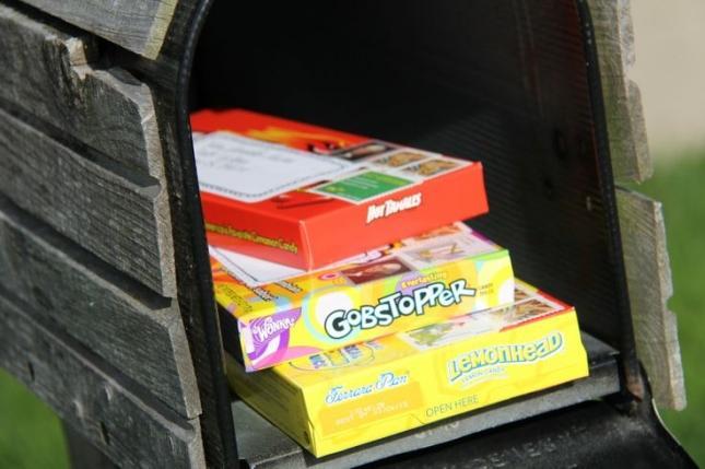 8. Коробка конфет Простая и очень приятная посылка.