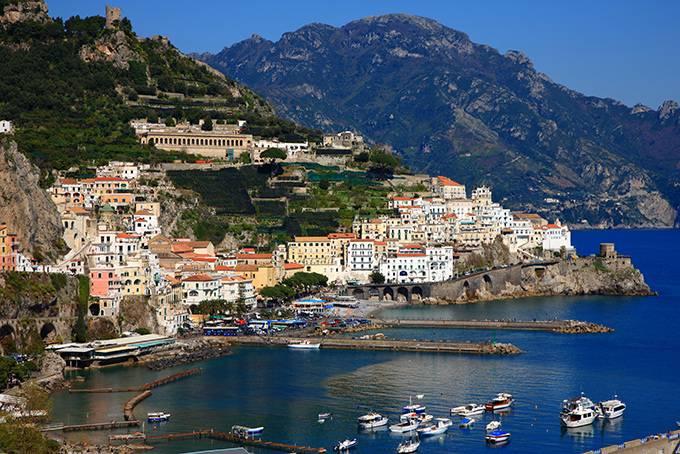 Равелло Своей популярностью Равелло обязан впечатляющим видам на залив Салерно. Визитная карточка го