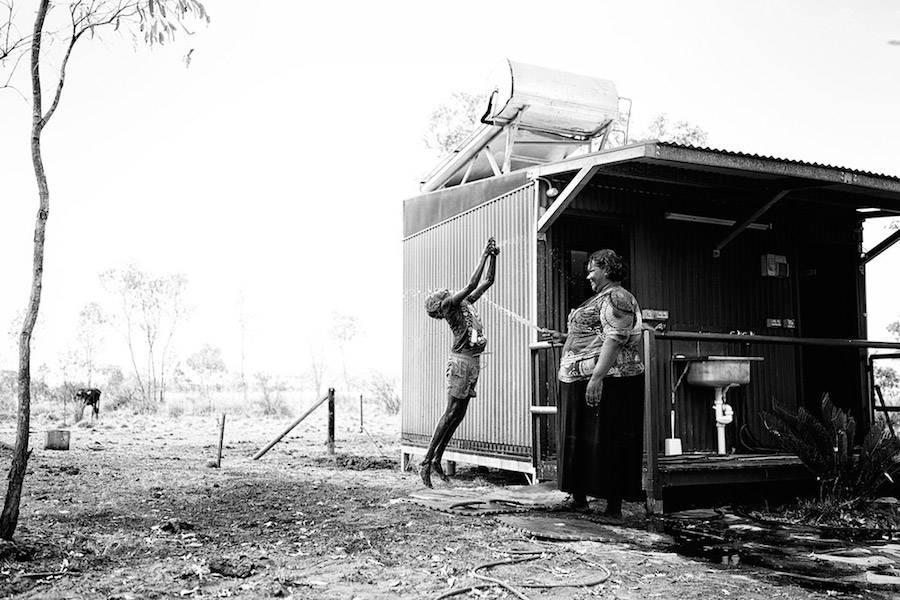 Жестокая правда: как живут австралийские аборигены (6 фото)