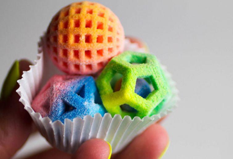 Все эти вкусности можно килограммами распечатывать на 3D-принтерах в двух вариантах: белом и цветном
