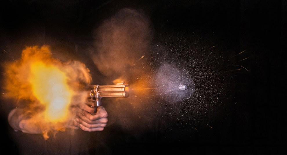 Масса гиганта без патронов — 2 кг 60 г. Смит и Вессон модель 500 в фильме «Возвращение героя» с