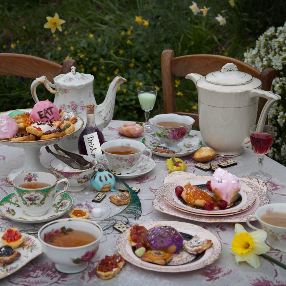 «Алиса в Стране чудес», Льюис Кэрролл. Для Шарля Ру само приготовление еды, которую он снимал, стано