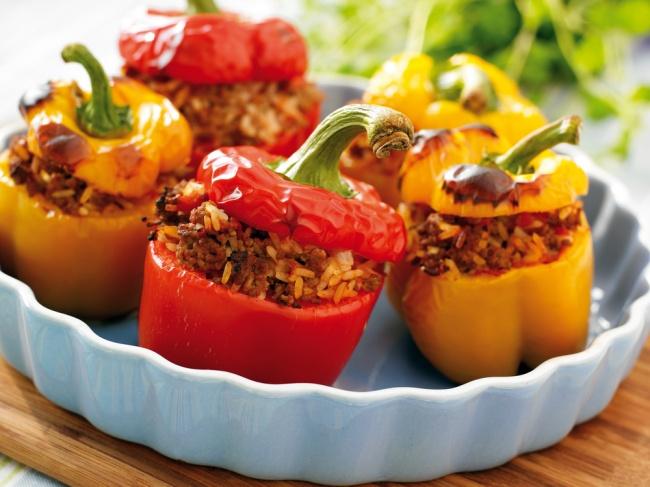Фаршированный перец— универсальное блюдо: готовится легко, выглядит красиво, аразнообразие возможн