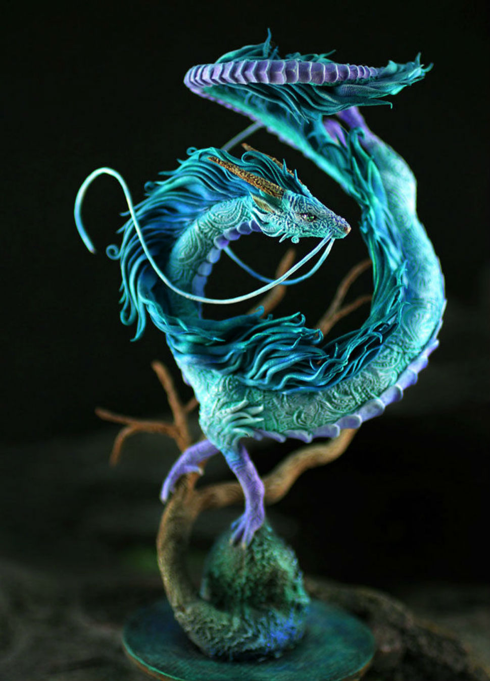 Скульптура дракона Хаку из мультфильма «Унесенные призраками».