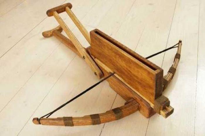 Чу Ко Ну Китайское оружие, его можно назвать прародителем автоматической винтовки. В деревянном отде