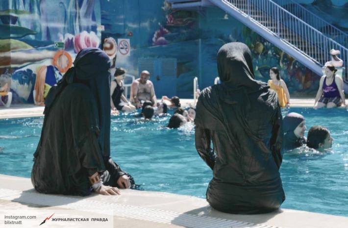 ВНицце милиция заставила мусульманку снять буркини иоштрафовала