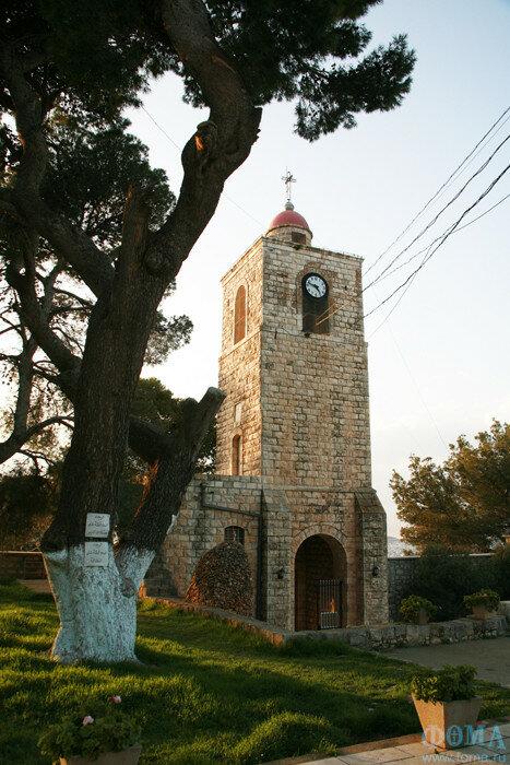 Храмовая колокольня православной обители была построена в 1911 г.