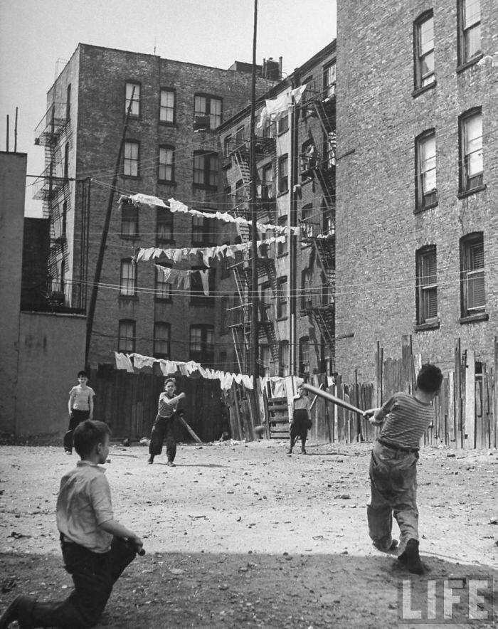 historical-children-playing-photography-119-58ac0f9b07d1c__700.jpg