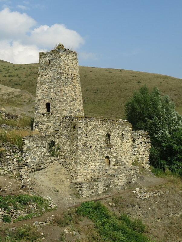 Замковый комплекс в Ляжги