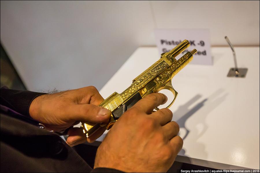 Золотой пистолет