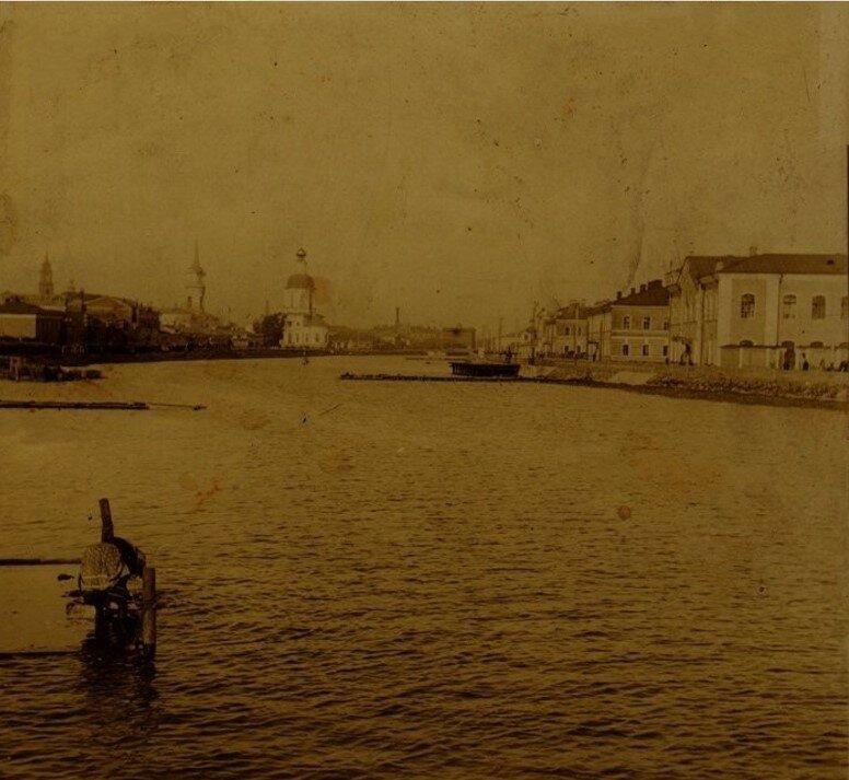 Вид с левого берега Упы на Оружейный завод