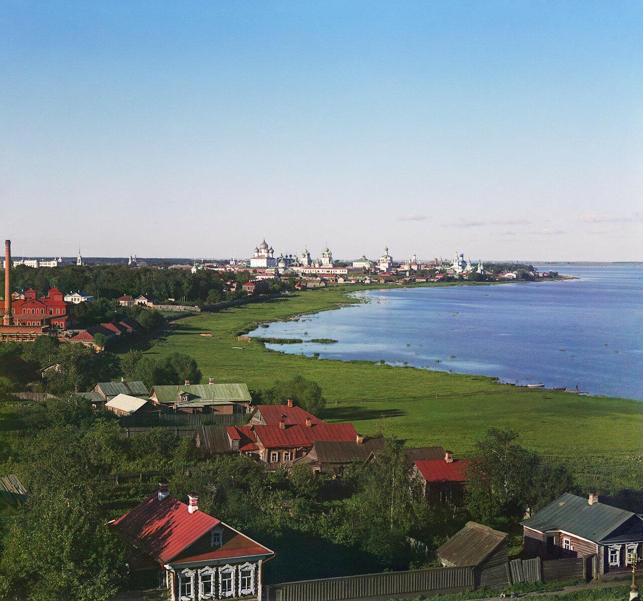 Общий вид на побережье и Кремль с колокольни Спасо-Яковлевского монастыря