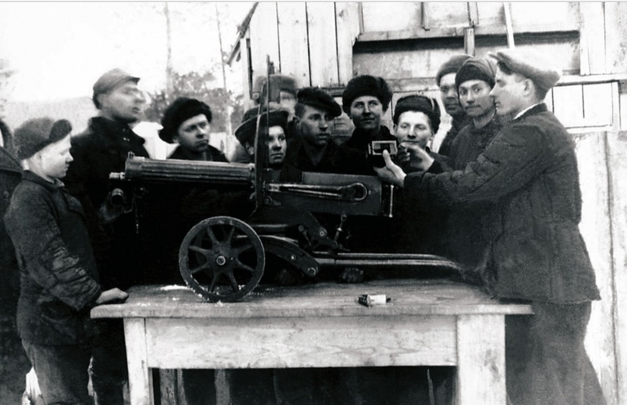 Сатка. Завод «Магнезит». Занятия в лагере Всевобуча. 1942