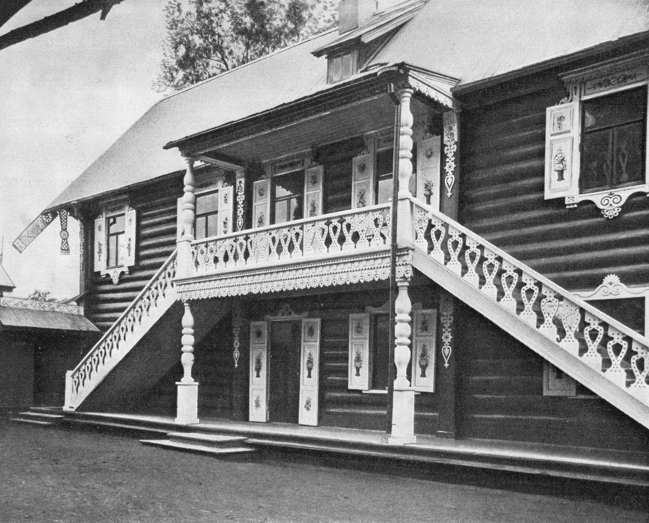 Никольский сельский домик в Луговом парке. Дворовый фасад