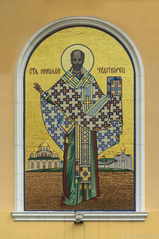Мозаичная икона Николая Чудотворца, на западном фасаде церкви Николая Чудотворца, что в Звонар