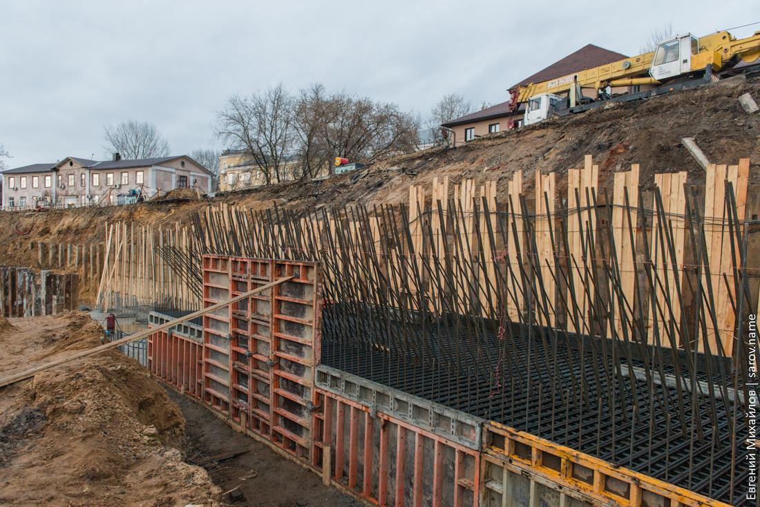 возведение подпорной стенки для расширения дороги