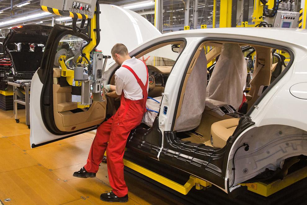24. Подготовка двигателей к установке вместе с трансмиссией и коробкой передач.