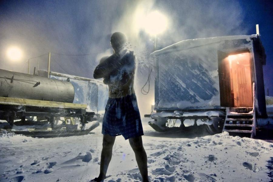 11. В свободное от работы время работники нефтегазодобывающей станции в арктической тундре посещают