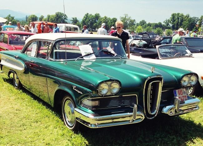 © Wikipedia Commons  Продажи автомобиля сбольшой помпой стартовали в1957году. Реальный авто