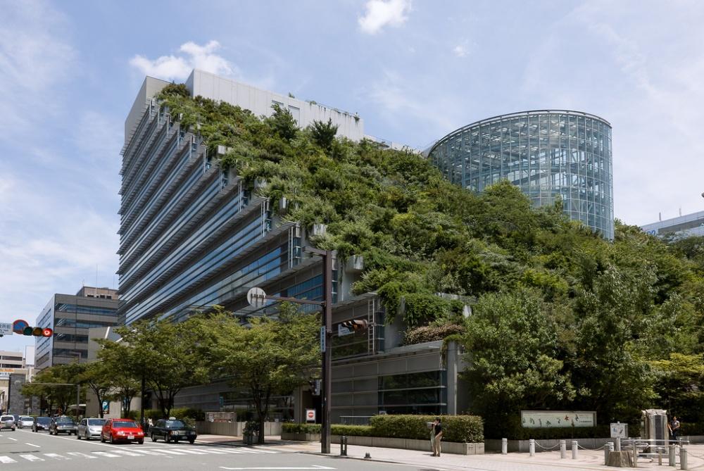 Здание международного зала ACROS вгороде Фукуока (Fukuoka)— зеленый оазис вцентре города. Около 3
