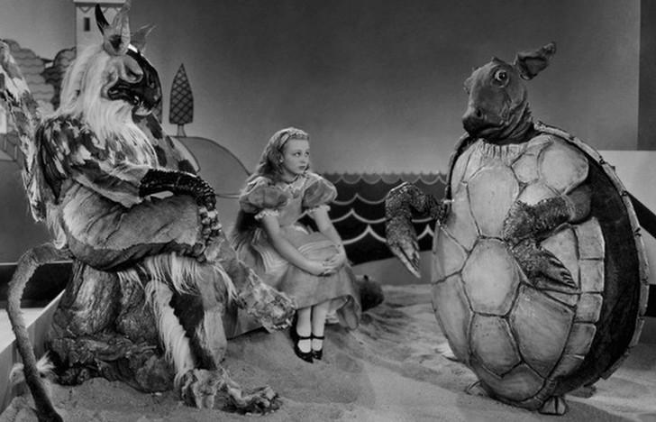 10 любопытных фактов об экранизации сказки Льюиса Кэрролла «Алиса в Стране чудес» (9 фото)