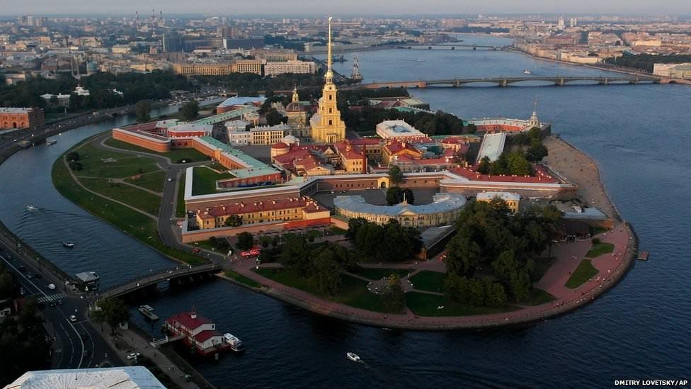 29. В отличие от Москвы с куполами и зданиями из красного кирпича, каналы и неоклассические здания С