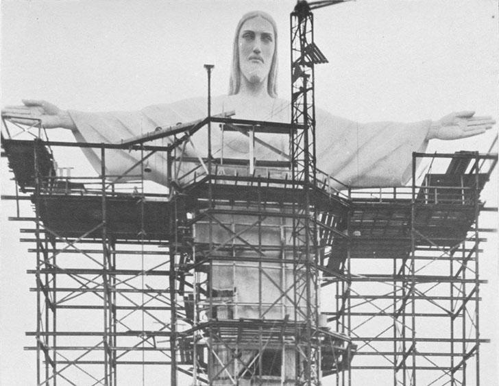Статуя Христа-Искупителя в 1924 году. Статуя высотой 38 метров в Рио-де-Жанейро сделана из укрепленн