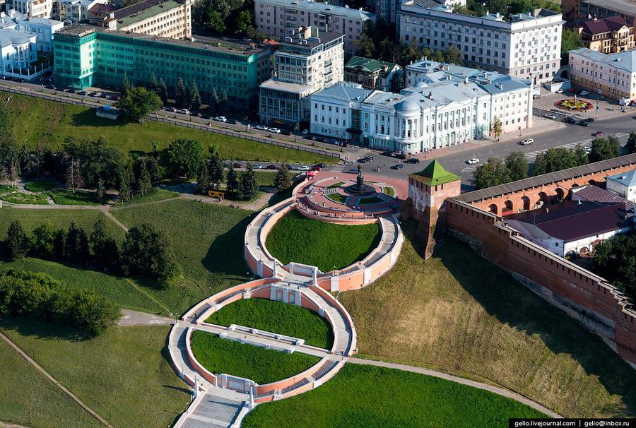 9. Чкаловская лестница. Соединяет площадь Минина и Пожарского и набережную р. Волги. Лестница постро