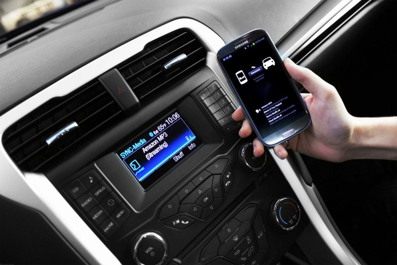 Автомобили Форд вРФ будут отвечать насообщения в социальных сетях