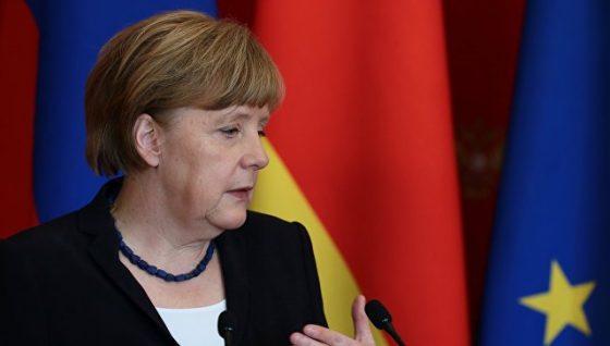 Меркель делает рождественские закупки всопровождении охраны