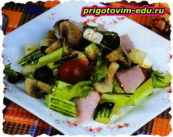 Грибной салат с сыром и помидорами